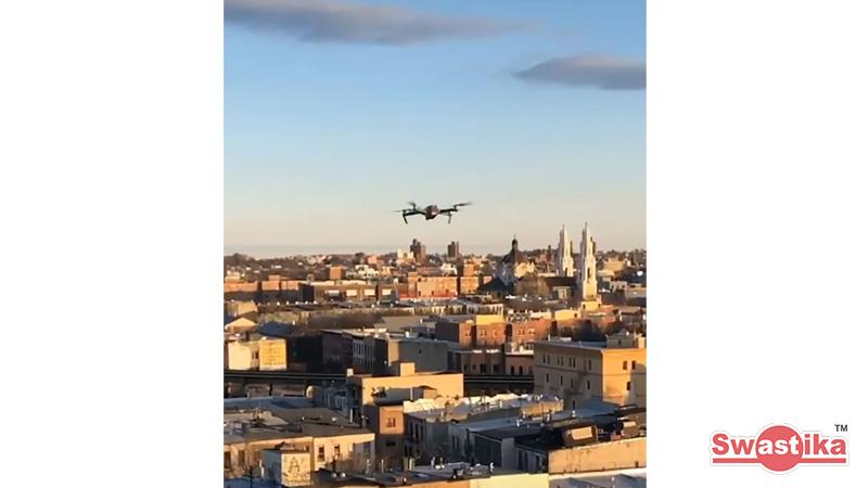Lockdown! pria ini gunakan drone untuk berkenalan dengan wanita yang dilihatnya di rooftop