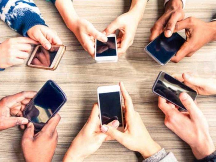 Punya Lebih dari Satu Smartphone untuk Aktivitas Sehari-hari, Worth It Nggak Sih