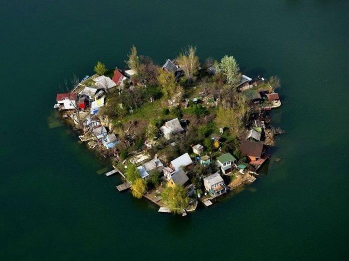 Danau Indah Kavicsos, Bekas Galian Tambang yang Digenangi Air