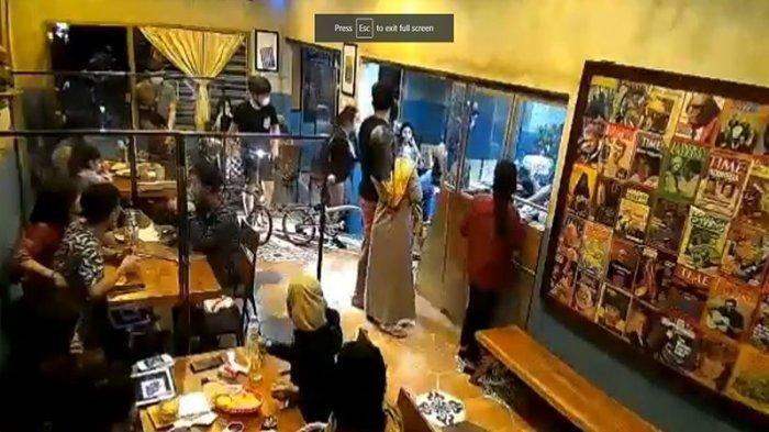 #GakAdaAkhlak Kafenya Dimasuki Rombongan Pesepeda